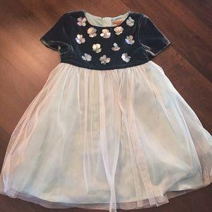 I love gorgeous dress, size 4-5, like new